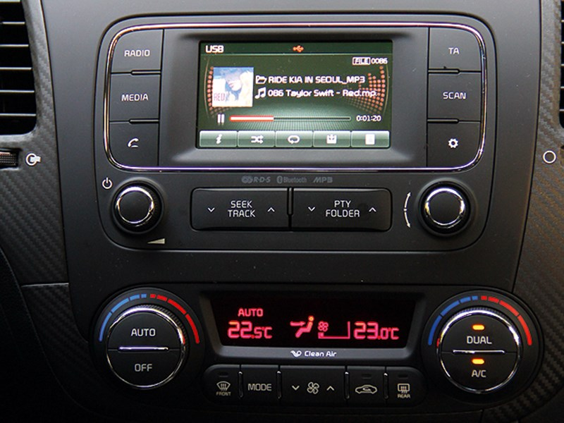 Kia Cerato Koup 2013 центральная консоль