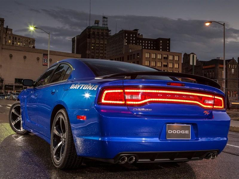 Dodge Charger Daytona 2013 вид сзади