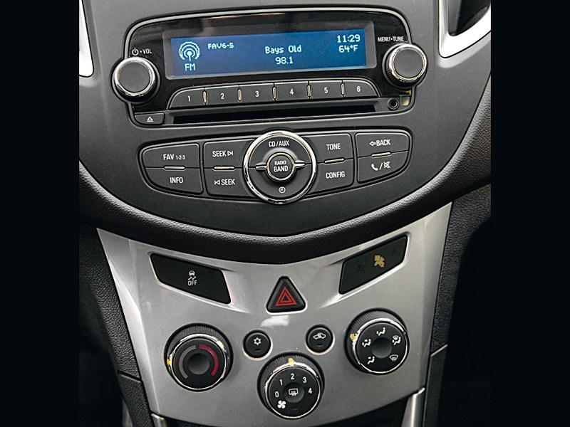Chevrolet Tracker 2013 центральная консоль
