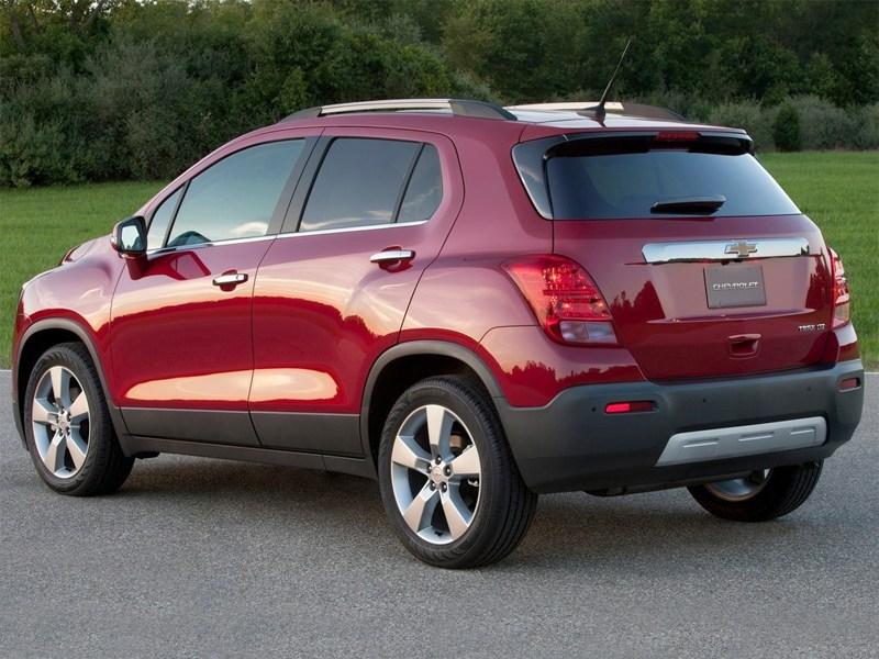 Chevrolet Tracker 2013 вид сзади