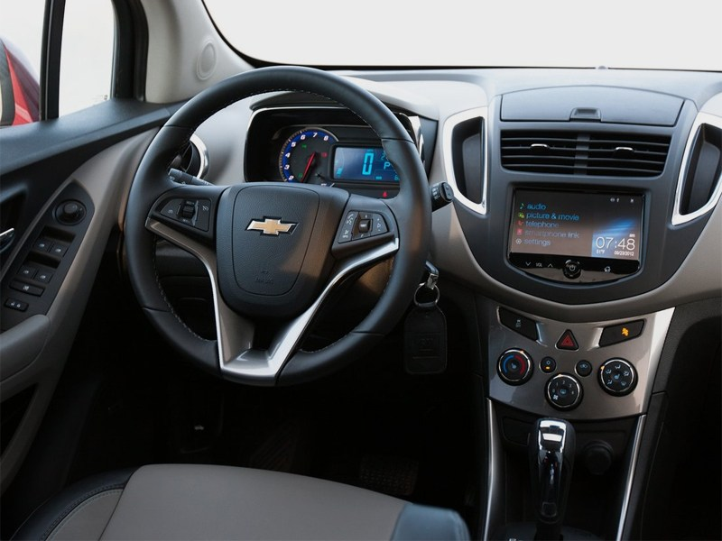 Chevrolet Tracker 2013 водительское место