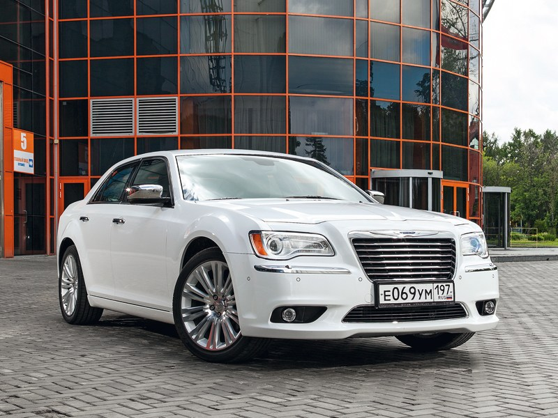 Chrysler 300C - chrysler 300c 2011 вид спереди