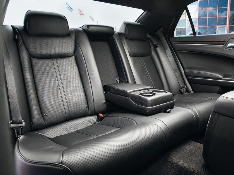 Chrysler 300C 2011 задний диван