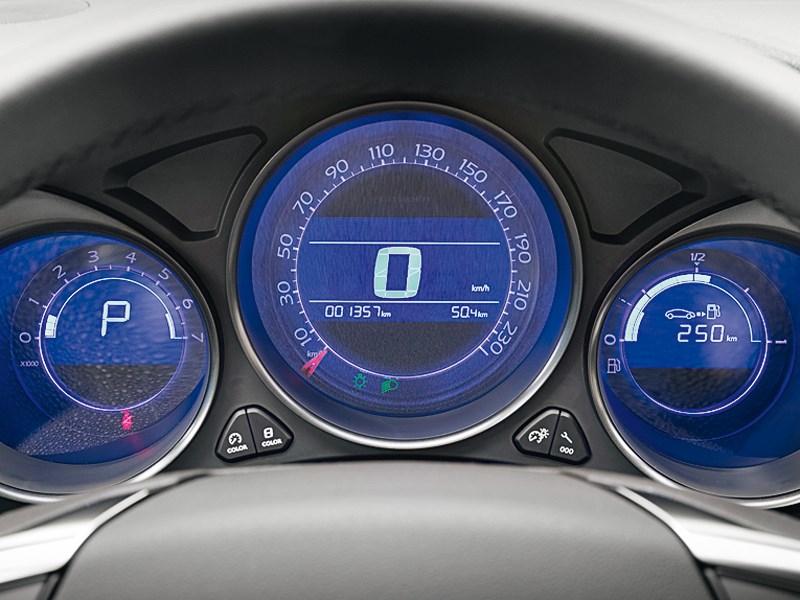 Citroen C4 sedan 2013 приборная панель