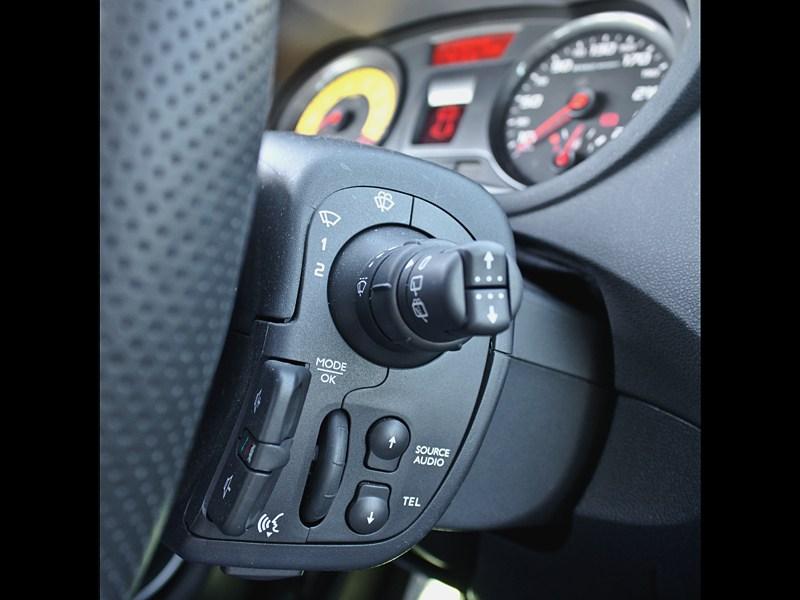 Renault Clio RS 2010 органы управления на руле
