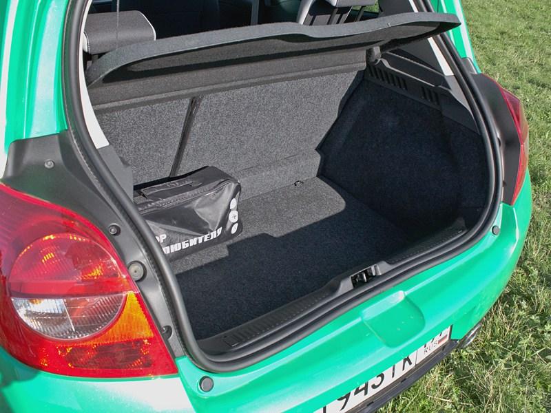 Renault Clio RS 2010 багажное отделение