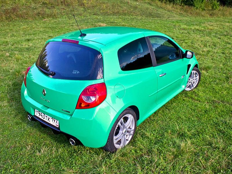 Renault Clio RS 2010 вид сзади