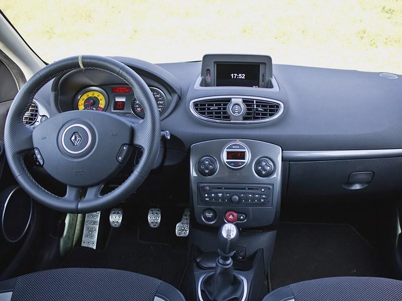 Renault Clio RS 2010 водительское место