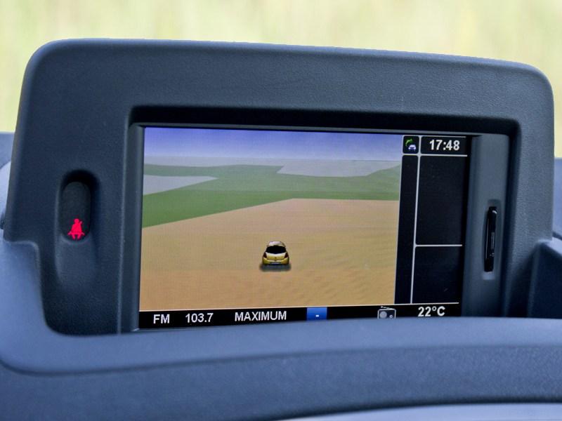 Renault Clio RS 2010 центральный дисплей