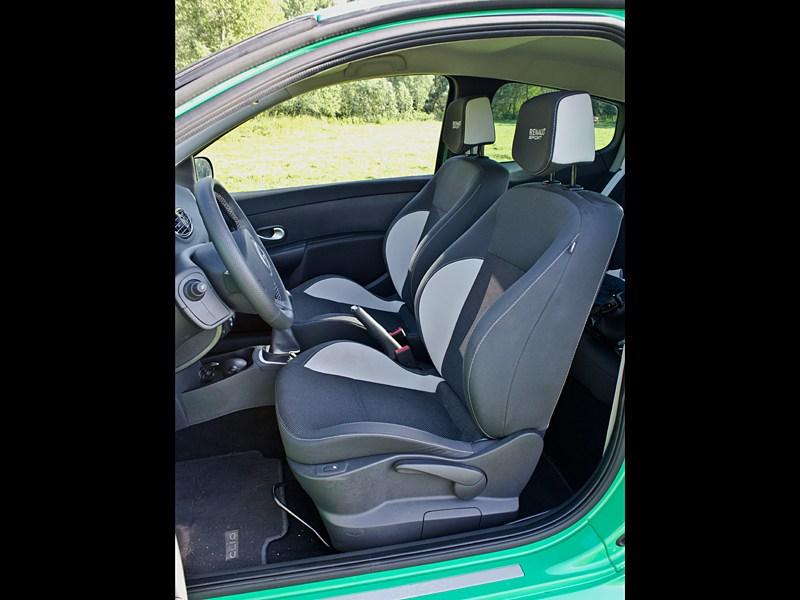 Renault Clio RS 2010 передние кресла