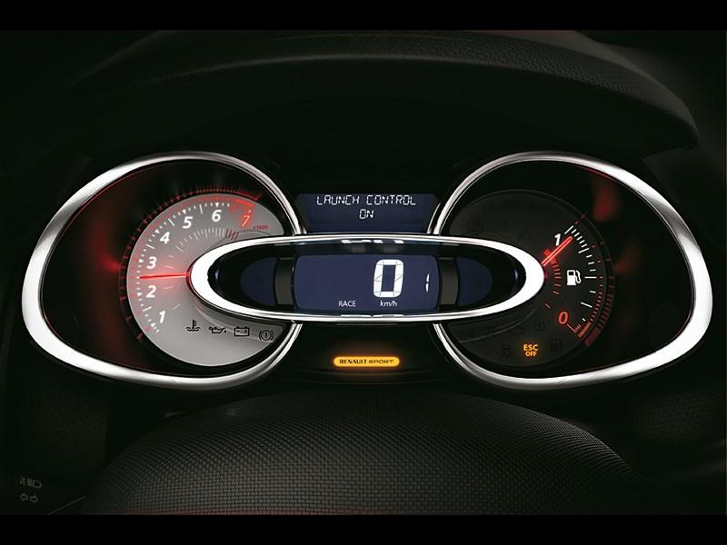 Renault Clio RS 200 2013 приборная панель