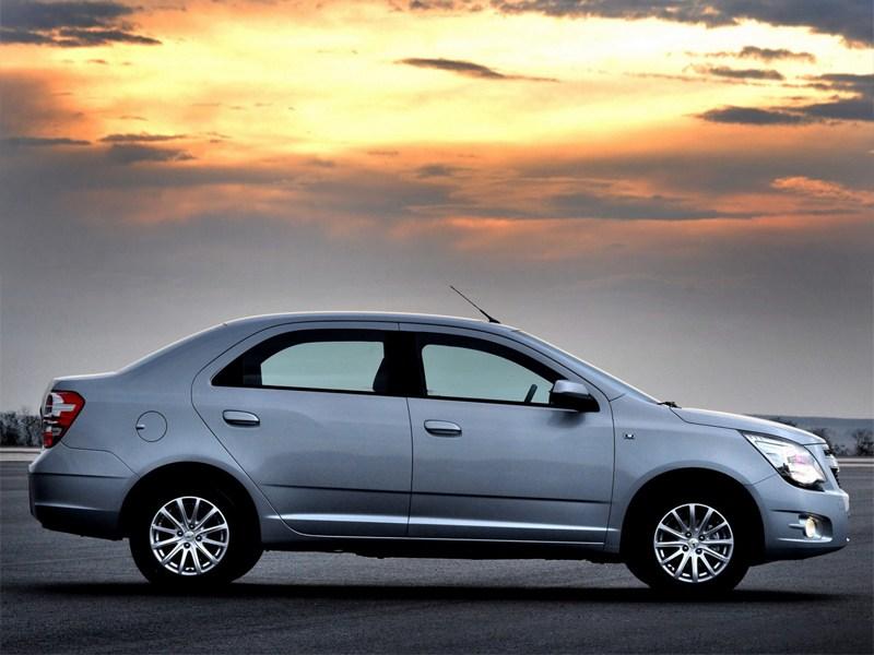 Chevrolet Cobalt 2013 вид сбоку