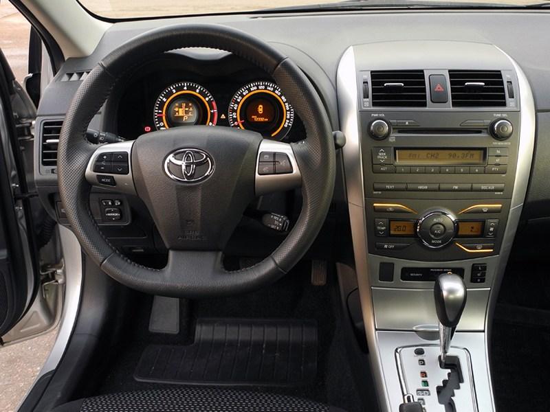 Toyota Corolla 2010 водительское место