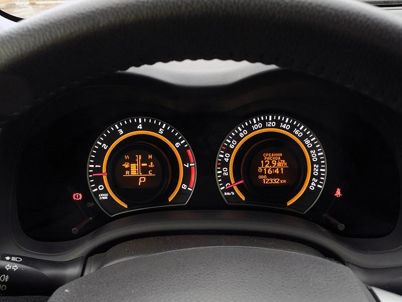 Toyota Corolla 2010 приборная панель