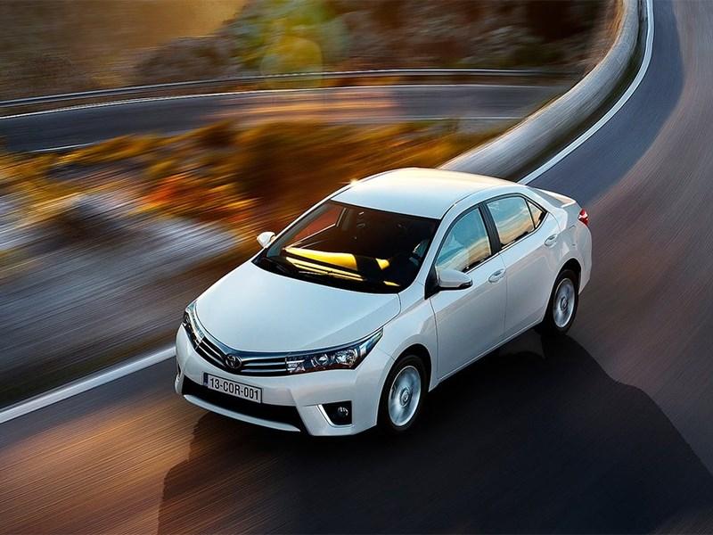 Toyota Corolla 2014 вид спереди