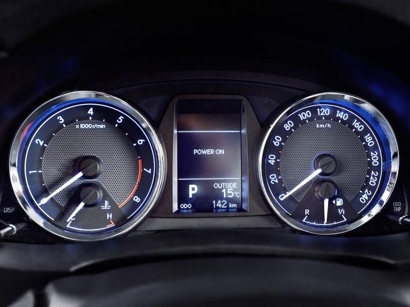 Toyota Corolla 2014 приборная панель