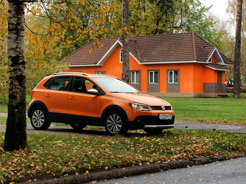 Volkswagen Cross Polo 2010 вид сбоку