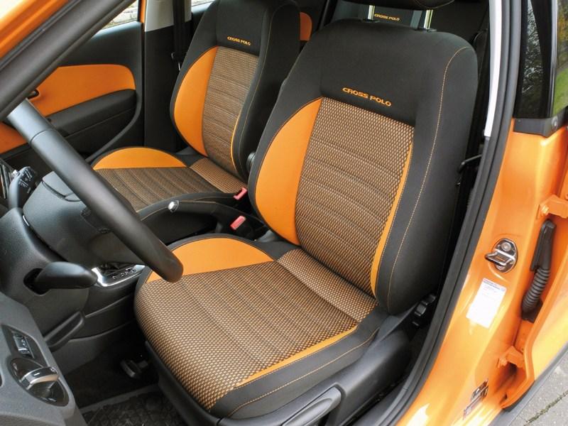 Volkswagen Cross Polo 2010 передние кресла