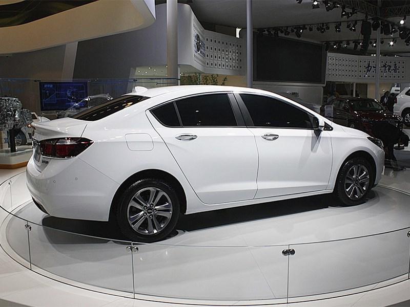 Chevrolet Cruze 2015 вид сбоку сзади