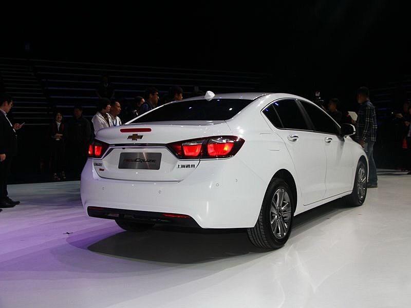 Chevrolet Cruze 2015 вид сбоку сзади 2