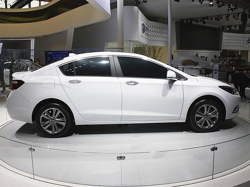 Chevrolet Cruze 2015 вид сбоку