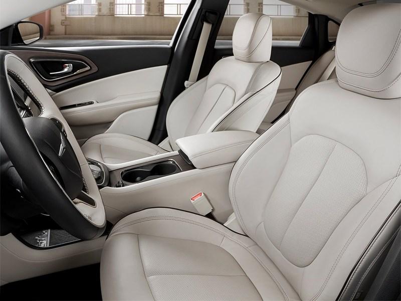 Chrysler 200 2014 передние кресла