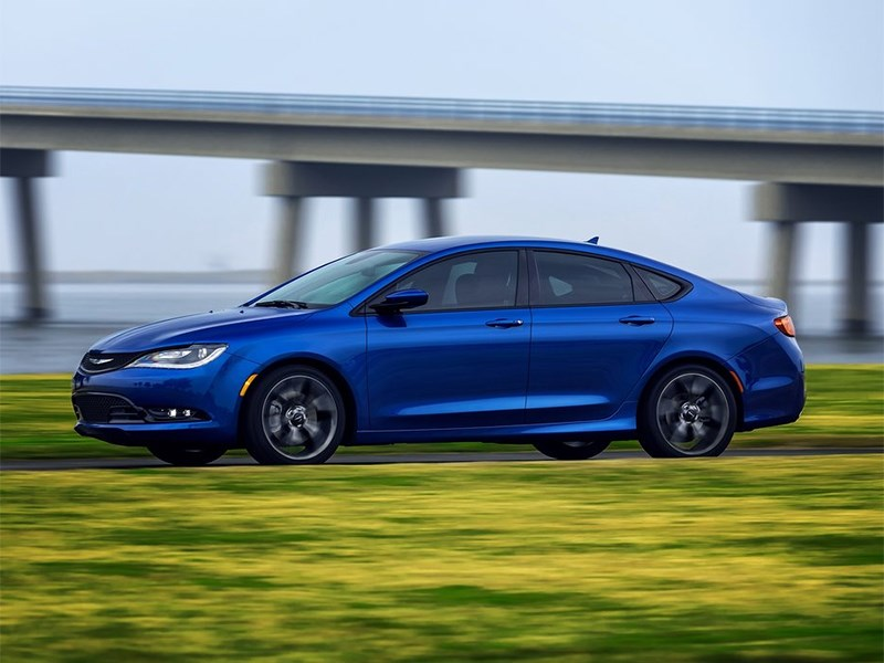 Chrysler 200 2014 вид сбоку фото 2