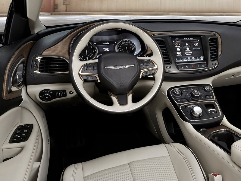 Chrysler 200 2014 водительское место