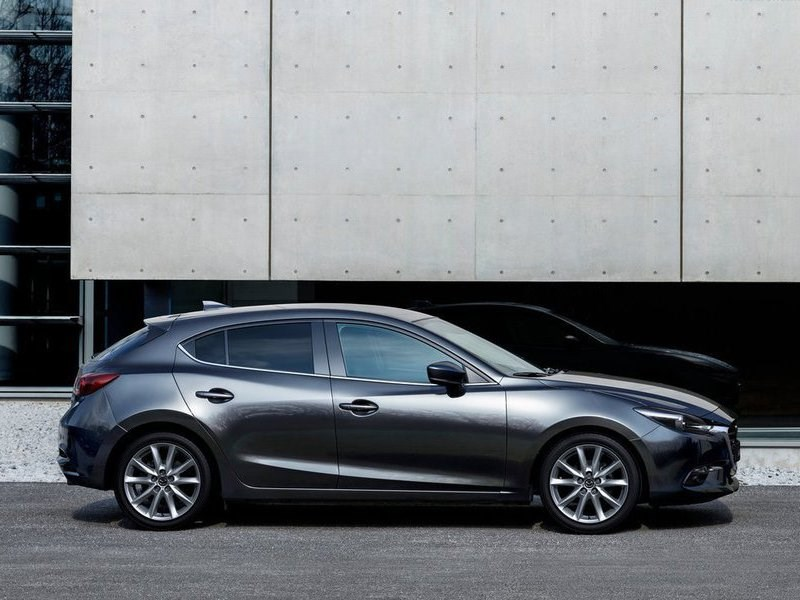 Mazda начала прием заказов на обновленную «тройку»