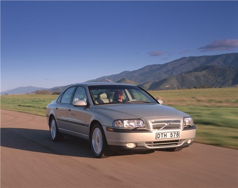 Volvo S80 2000 в динамике на грунтовой дороге