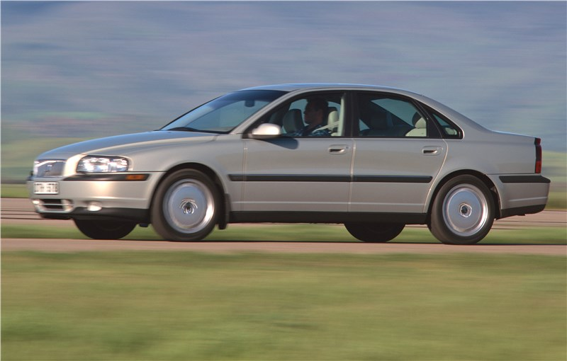 Volvo S80 2000 в динамике на грунтовой дороге фото 2