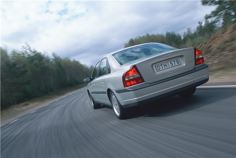 Volvo S80 2000 в динамике на шоссе фото 5