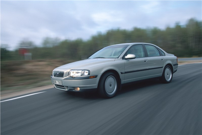 Volvo S80 2000 в динамике на шоссе фото 3