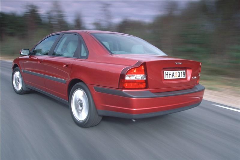 Volvo S80 2000 в динамике на шоссе фото 4