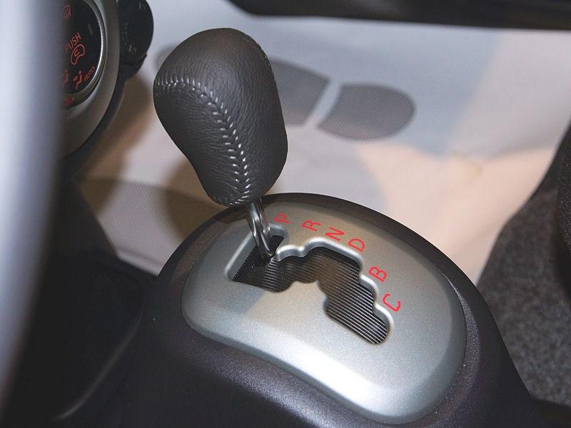 Mitsubishi i-MiEV 2009 селектор коробки передач вид слева