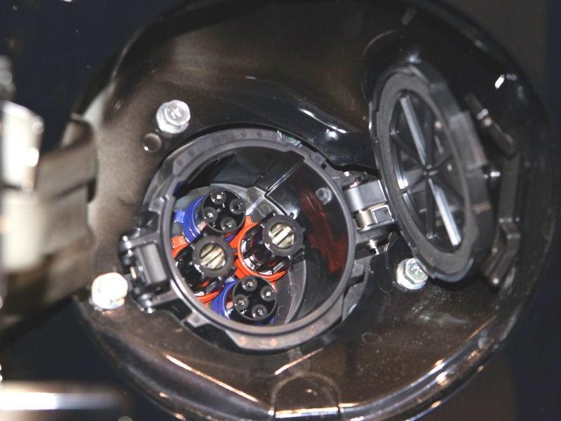 Mitsubishi i-MiEV 2009 электроразъем для зарядки фото 2