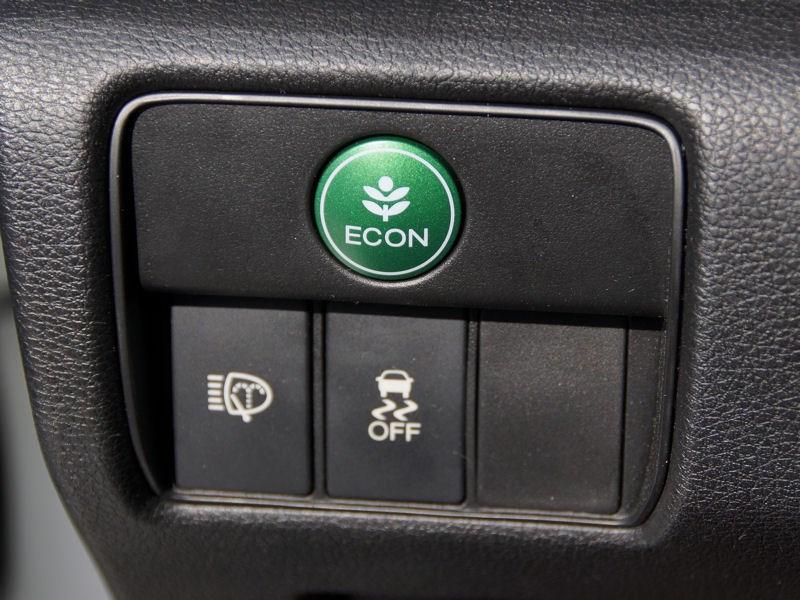 Honda Accord 2013 кнопка включения экономичного режима движения