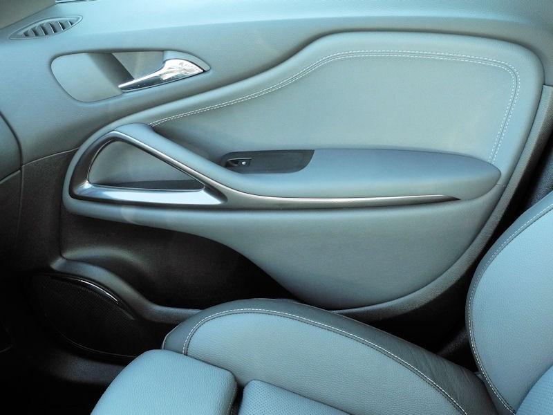 Opel Zafira Tourer 2012 внутренняя панель передней пассажирской двери