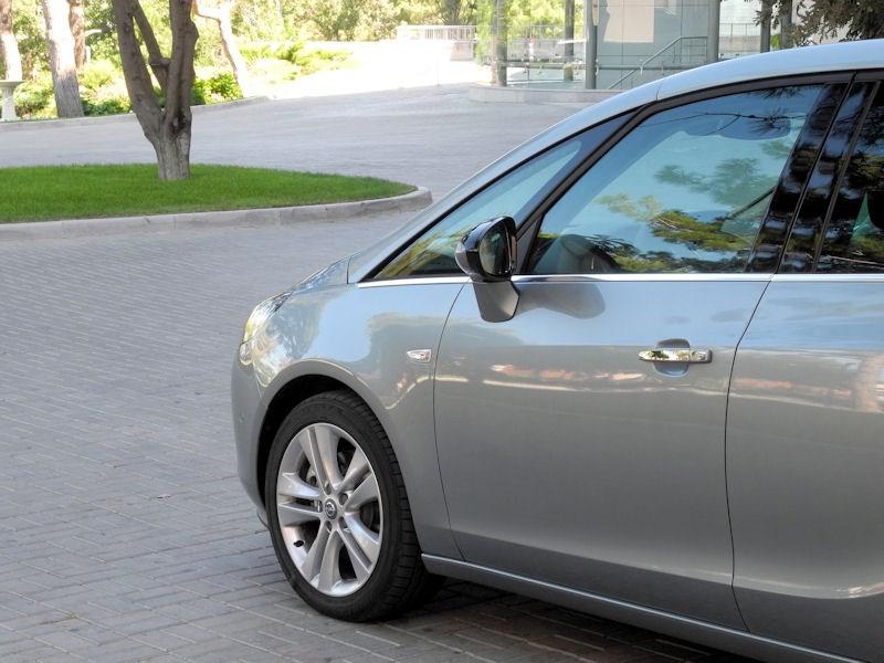 Opel Zafira Tourer 2012 передняя часть кузова
