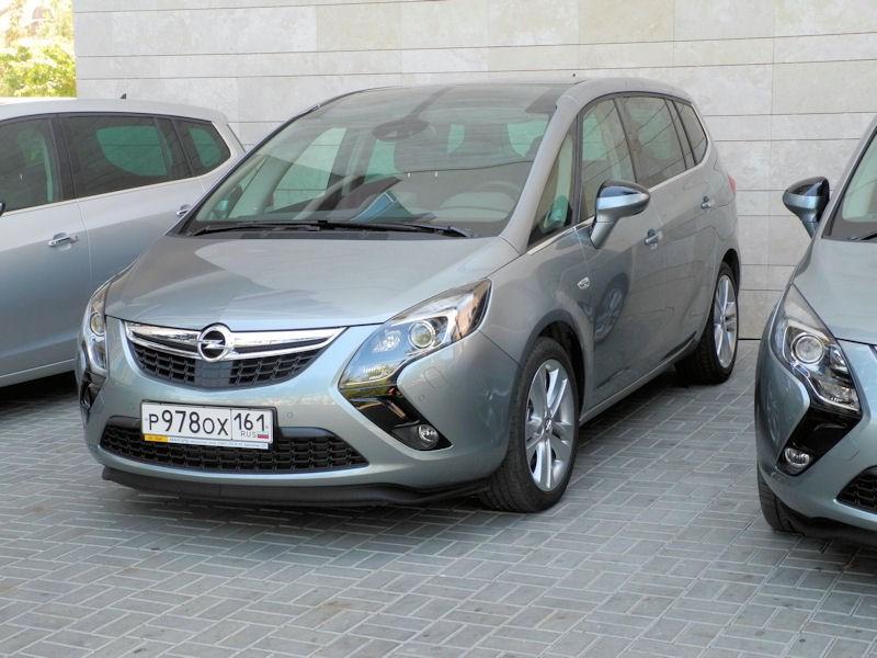 Opel Zafira Tourer 2012 вид спереди слева фото 2