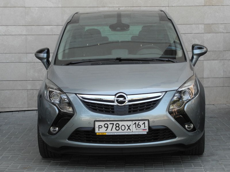 Opel Zafira Tourer 2012 вид спереди фото 2
