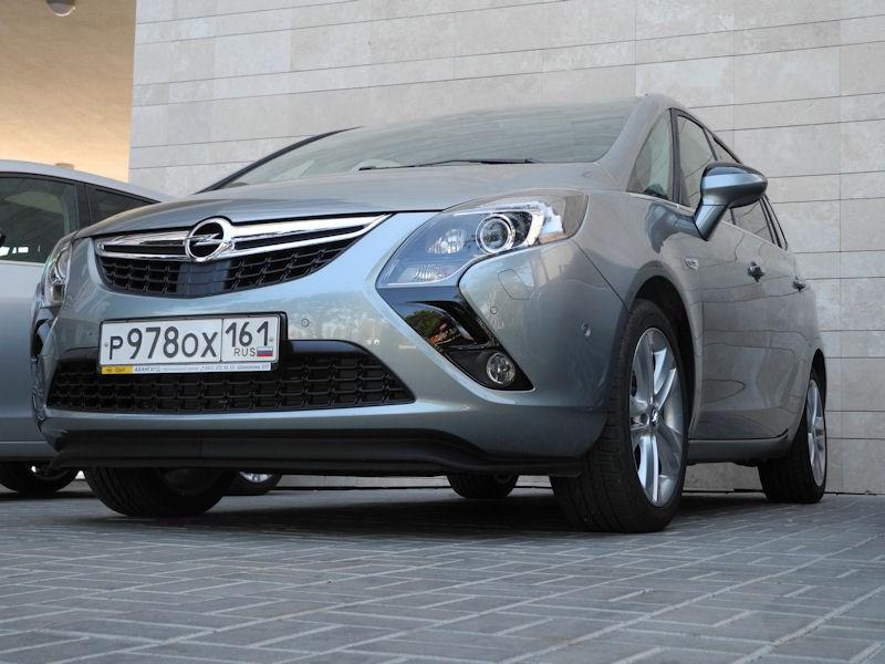 Opel Zafira Tourer 2012 вид спереди слева фото 3