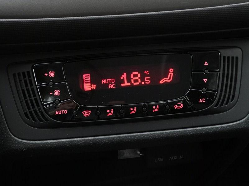 SEAT Ibiza 2012 дисплей климатической установки