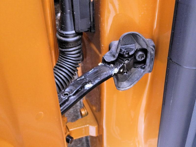 SEAT Ibiza 2012 шарнир ограничителя открывания двери
