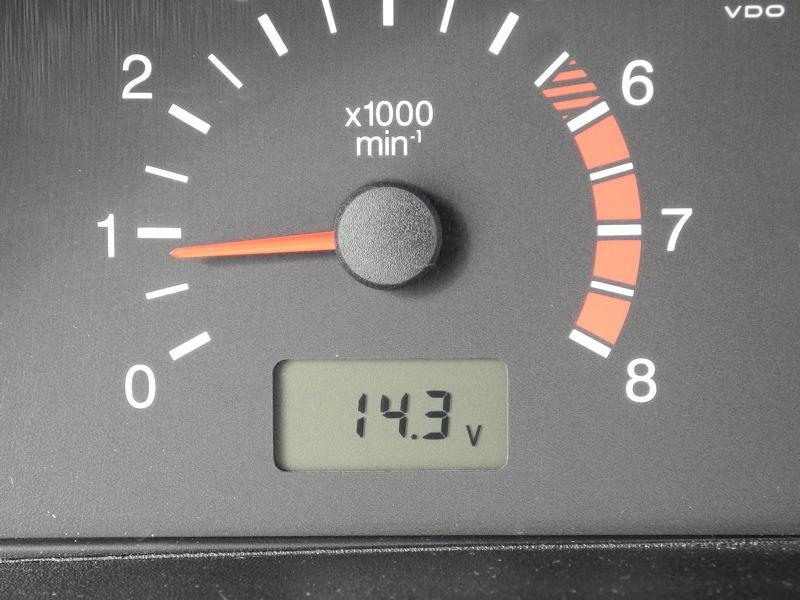 Chevrolet NIVA 2009 величина зарядного напряжения