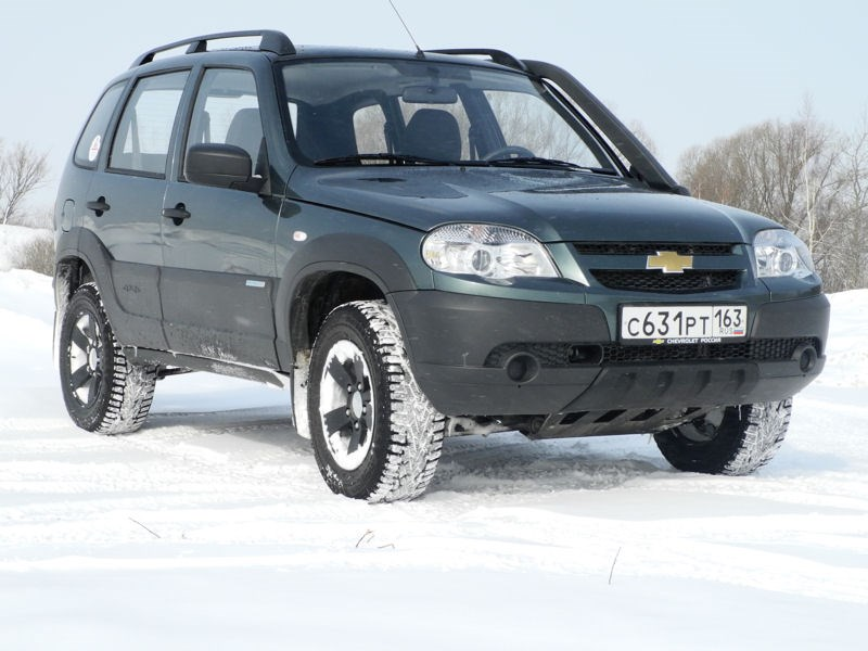 Chevrolet NIVA 2009 вид спереди справа фото 4