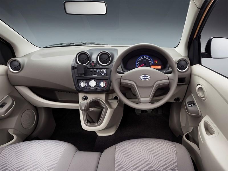 Datsun GODatsun GO+ 2013 вид сзади+ 2013 водительское место