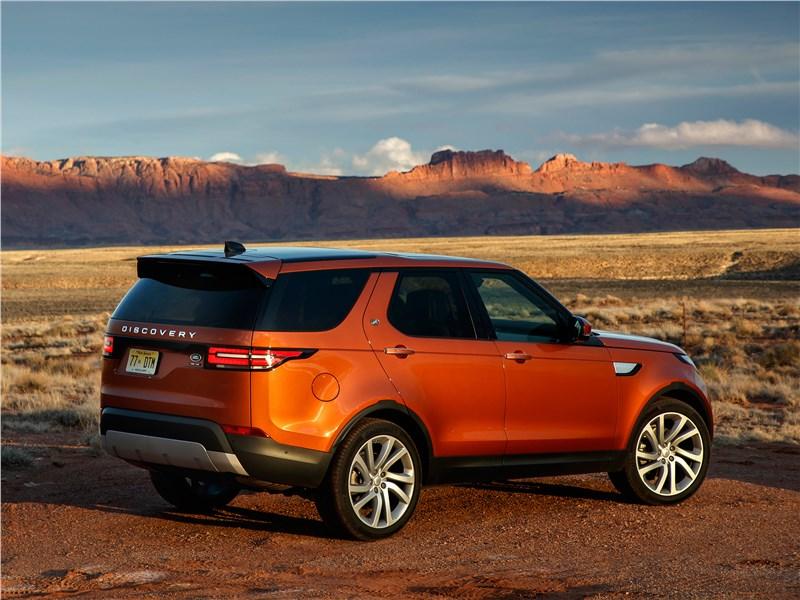 Land Rover Discovery 2017 вид сбоку сзади