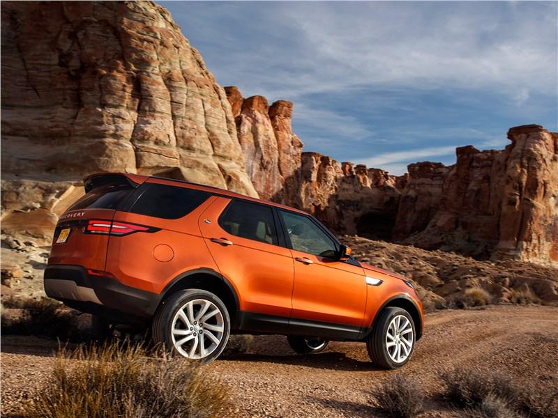 Land Rover Discovery 2017 вид сзади сбоку