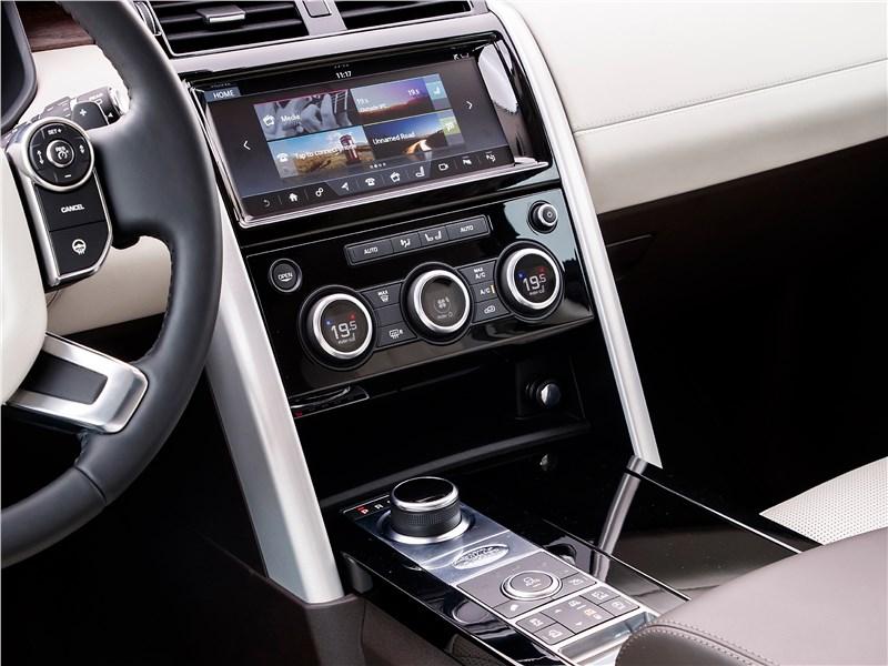 Land Rover Discovery 2017 центральная консоль